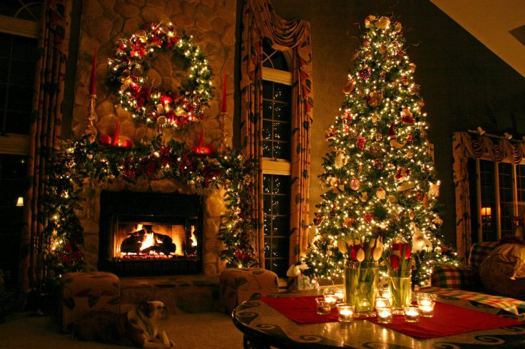 christmas_tree_by_dreamingindigital-dg01qd